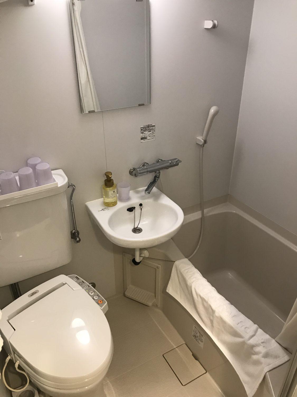 ユニットバスです。温泉があったので、こちらのお風呂は使わなかった。