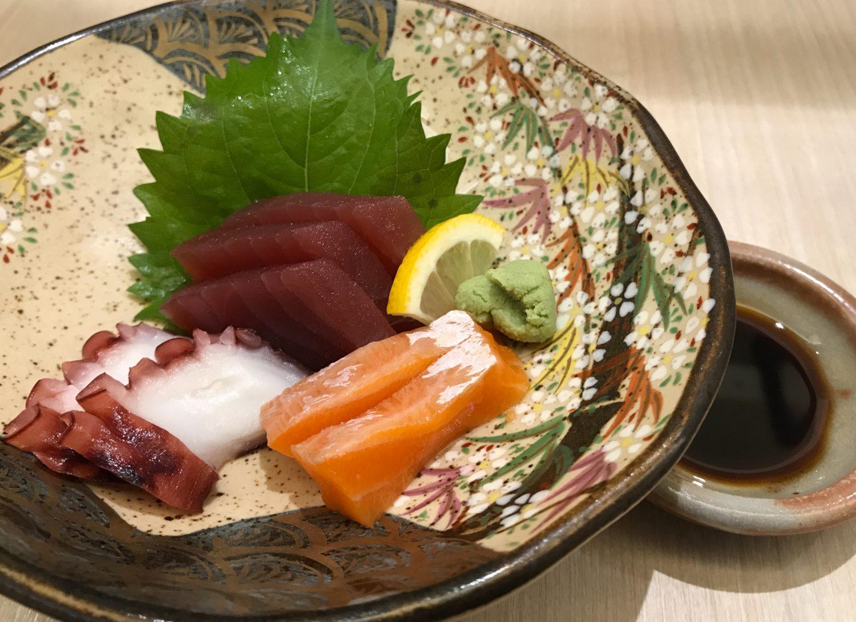マグロ、タコ、サーモンのお刺身。タコが美味しかった。