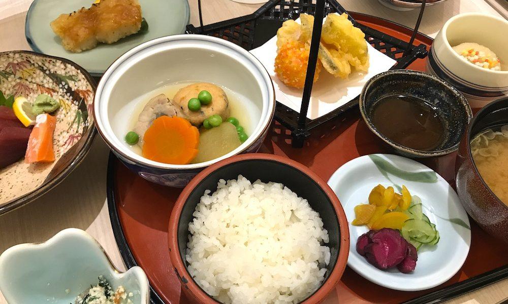 那覇セントラルホテルのレストラン「九年母亭」で夕食と朝食、天然温泉「りっかりっか湯」を利用してきた。