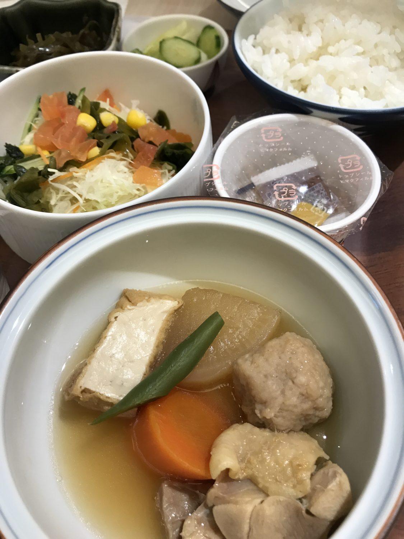 朝から煮物なんて、自宅ではまず有り得なくて嬉しすぎる。なお汁物は味噌汁、沖縄そば、それからもう1つから選べますが、私は沖縄そばをチョイス、うまかった。