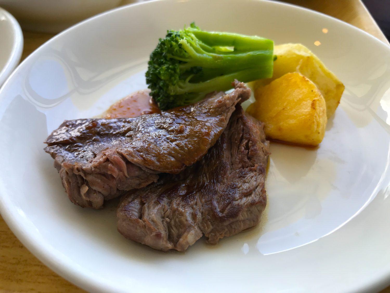 特に美味しかったのがステーキ。スジもそれほど感じない柔らかいお肉でした。