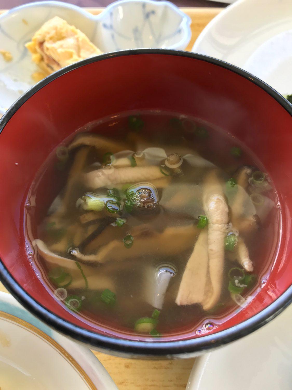 特に美味しかった(何回目だ?)のが具だくさんの中味汁。おかわりもいただきました!