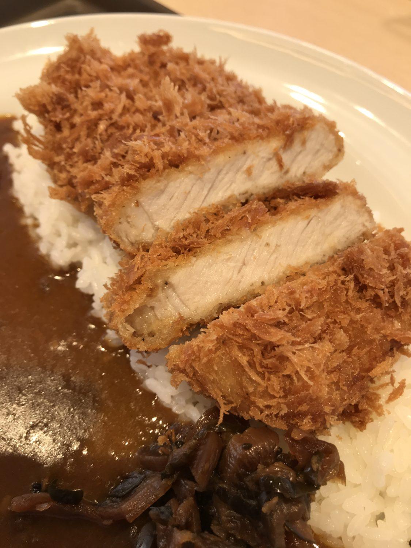 """ロースかつは<a href=""""https://bibo-log.com/?p=1478"""">松のや</a>のものと同じ印象でした。揚げたてでもちろん美味しいです。"""