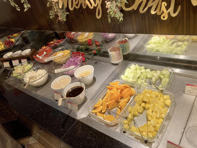 野菜、果物コーナー。ミニトマトが美味しかった。