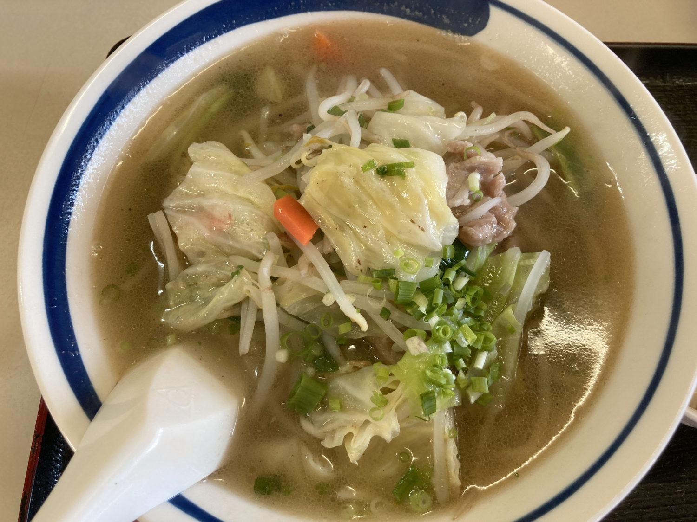 「湯麺(たんめん)」、620円。野菜もしっかりと摂れる塩味スープです。