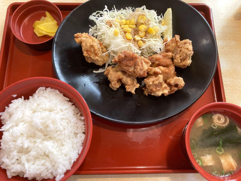 ジョイフル ランチメニュー『唐揚げ膳 ドリンク・スープバー付 830円(税別)』