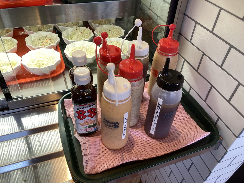 サラダは小鉢に取り分けられての提供。2皿ほどいただきました。