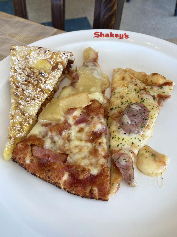 我が子が取ってきたのは、パイナップル入りとかデザート系のピザ。子どもはこういうの好きですよね。