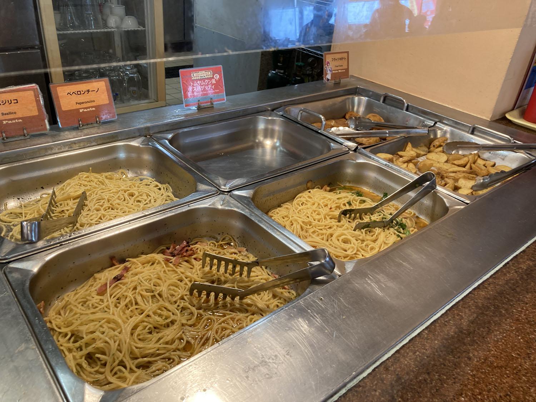 こちらはパスタやポテトのコーナー。スパゲッティもなかなか美味しかったです。