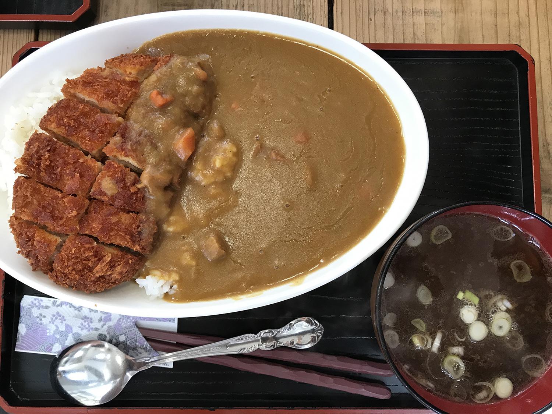 ひがし食堂 Jr. の『カツカレー(720円)』。ボリュームもしっかりとあります!