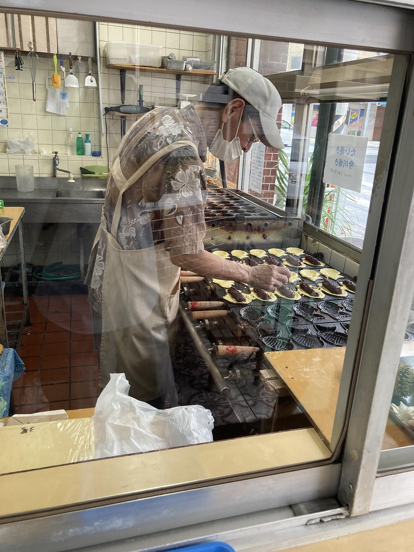 たい焼きや今川焼きも作りたてをいただけます。ともに120円。<br />こちらも皮がパリモチでおすすめですよ〜