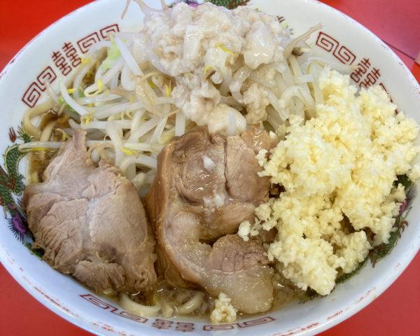 二郎系『赤ひげラーメン 那覇松山店』でヤサイニンニクアブラマシを食べてきた。