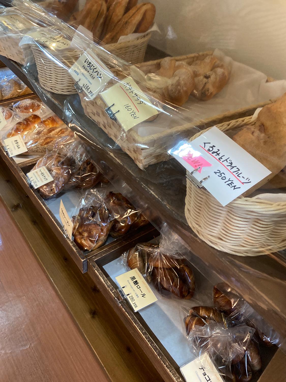 「くるみとドライフルーツ」といったヘルシーそうなパンもありました。<br>朝食にちょっとトーストして食べてみたい。
