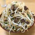 前田食堂 名護店でジャンク系の牛肉そばを食べてきた。