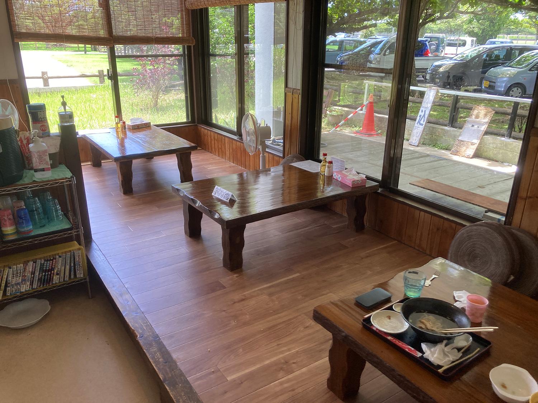 お店の奥は座敷席となります。<br>こっちの方が席数は多くて6テーブルくらいあったかな?