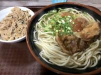 那覇市『牧志そば』の「ソーキそば」は390円だけど麺もソーキも旨い